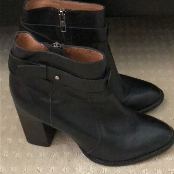 Madewell Shoes - Madewell Black Leather Short Bootie, size 8